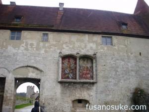 Гербы Баварии и Польши на стенах замка Бургхаузен